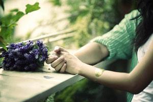 Đừng cố yêu chỉ để quên một người