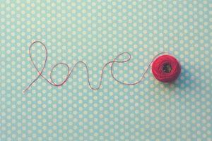 Khi tình yêu còn đỏ trong trái tim mỗi người