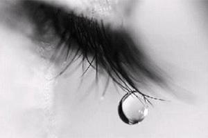 Nước mắt chảy vào trong